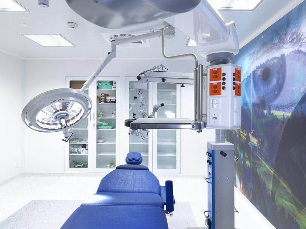 Augenlaser Behandlungszimmer in der Schweiz