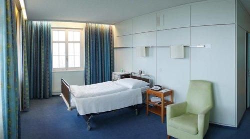 Patientenzimmer in der Schweiz