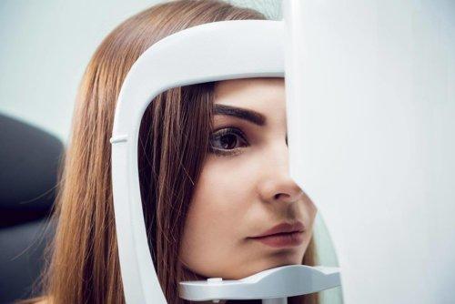 Voruntersuchung durch Augenarzt in der Ostschweiz